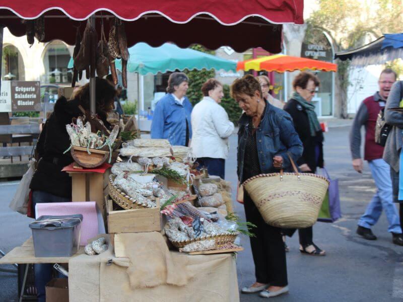 Marché hebdomadaire de Saint Léonard de Noblat